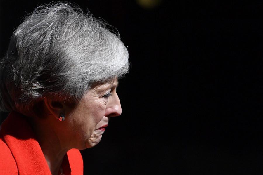 Theresa May si è dimessa, l'annuncio in lacrime
