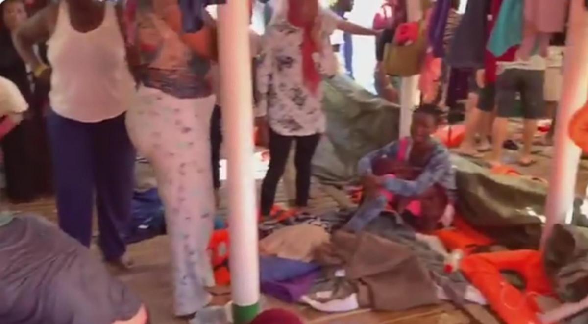 Open Arms per ora resta a Lampedusa: