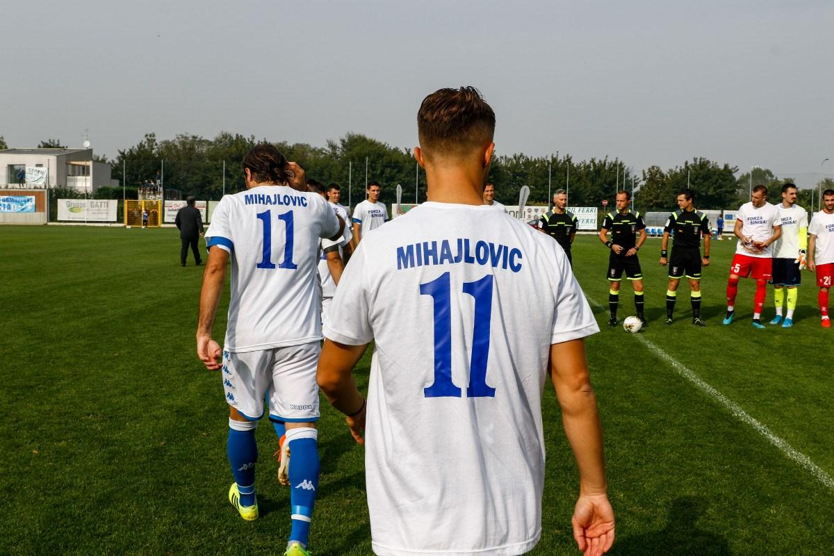 Tifosi serbi invadono il campo contro gli albanesi: sospesa Brescia-Vojvodina