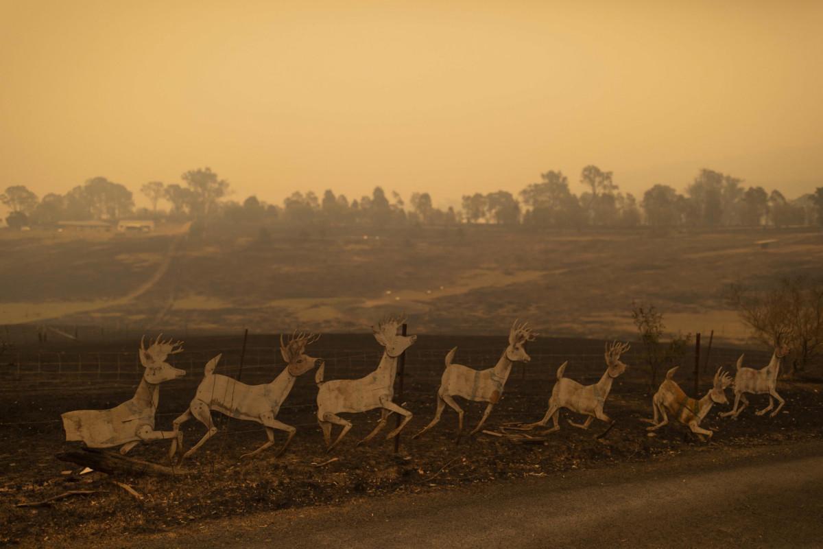 Gli incendi devastano l'Australia: due morti, un Parco Nazionale in fumo