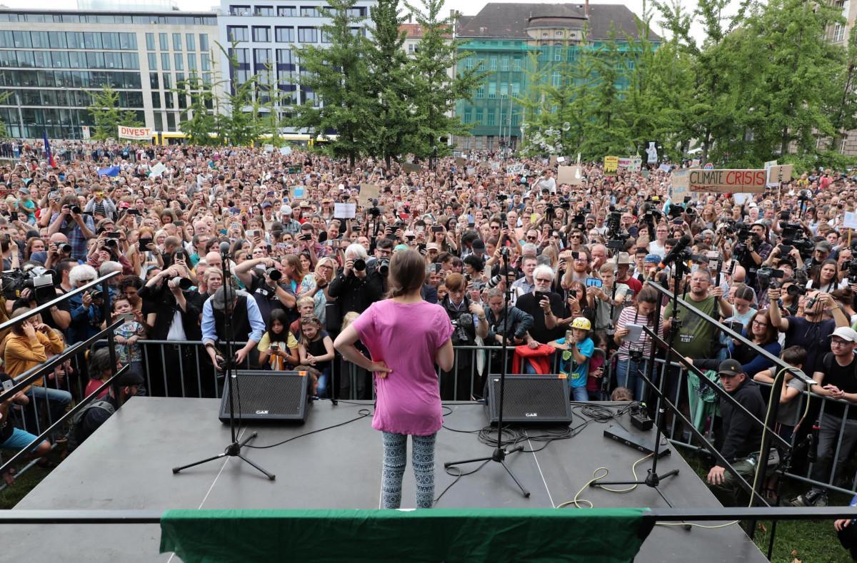 Greta Thunberg compie 17 anni e festeggia manifestando