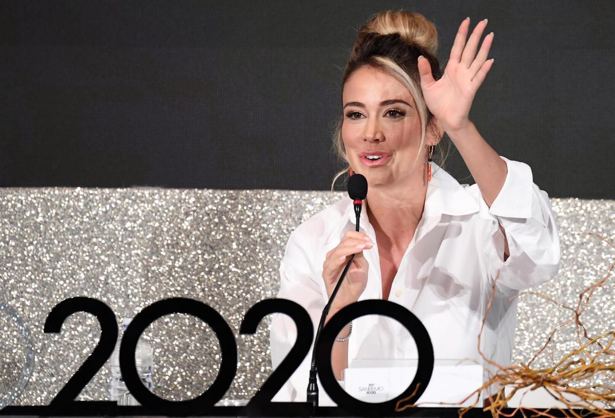 Rula Jebreal piange a Sanremo 2020   Monologo straziante nel ricordo della mamma
