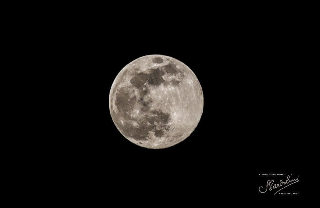 Le spettacolari immagini della Superluna di ieri sera
