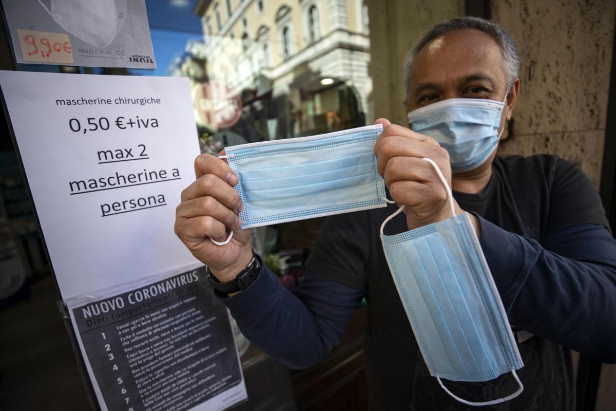 Arcuri: 'Mascherine a 50 centesimi saranno in vendita anche nei tabaccai'
