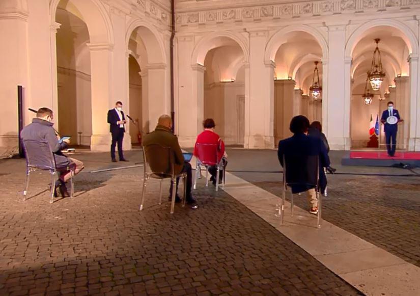 Giuseppe Conte spiega il nuovo Dpcm da Palazzo Chigi