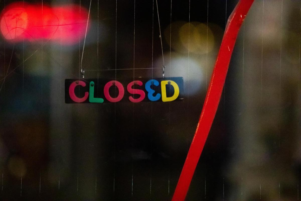 Anche la Germania in lockdown, aperti però negozi e scuole