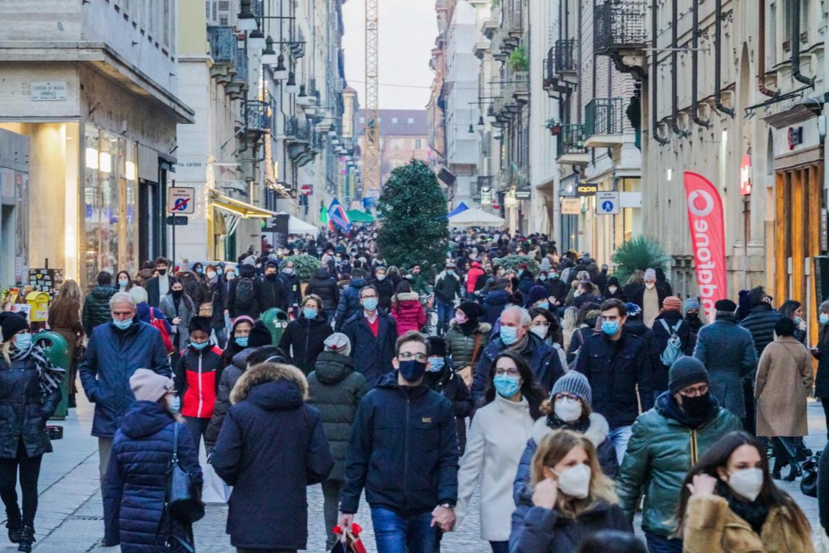 Coronavirus, in Italia altri 19.903 casi e 649 morti