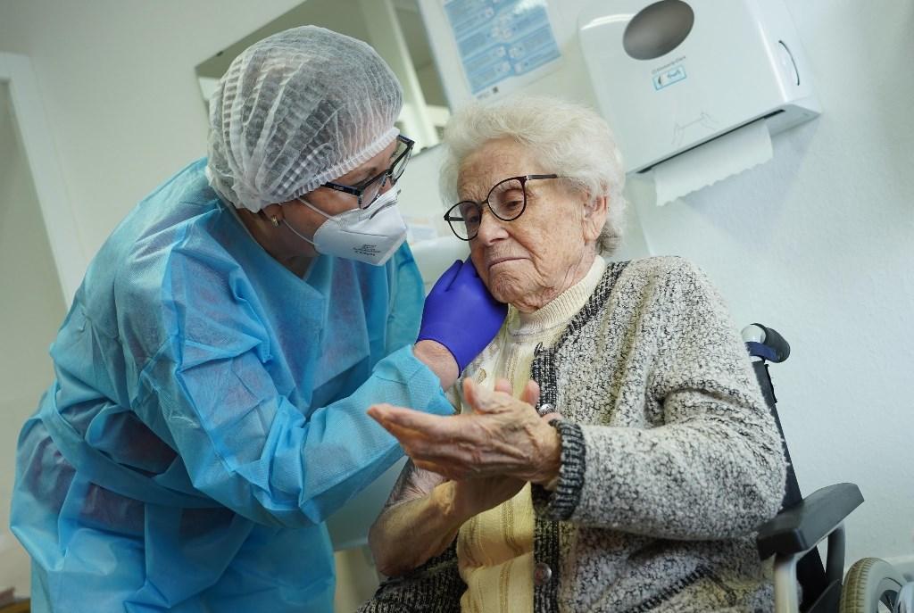 Germania, la denuncia: estratti a sorte gli anziani da vaccinare